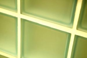 How to Paint a Glass Window With Epsom Salt So You Can't See Inside thumbnail