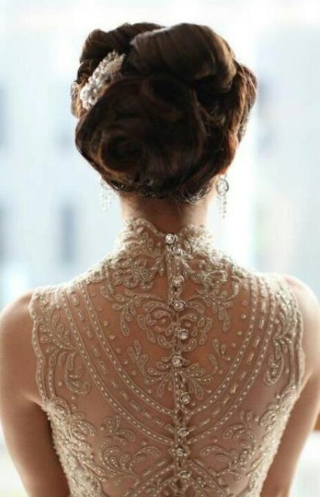 This wedding dress does have a beautiful back with many details that seem to flow flawlessly.  It does have a vintage appeal.