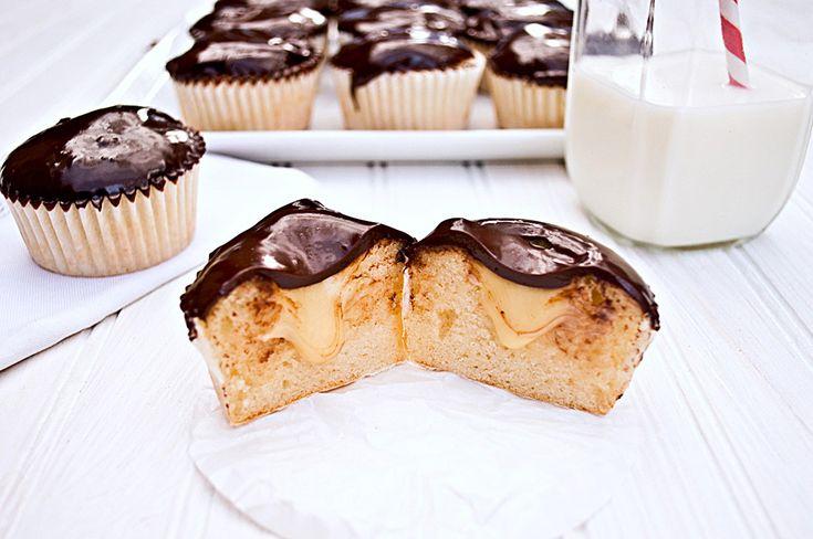 How To: Make Stuffed Cupcakes: Stuffed Cupcakes, Cupcakes Thingineedtoknow, Cupcakes Fillings, Fillings Cupcakes, Favorite Recipes, Cupcakes Cupcakes3, Cheesecake Cupcakes, Cupcakes Rosa-Choqu, Cupcakes Myfuturebakeri