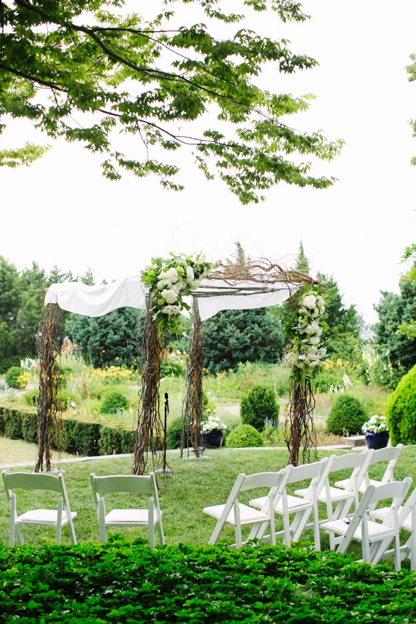 Beautiful Outdoor Ceremony Decor in Connecticut - Photography by Katie Stoops