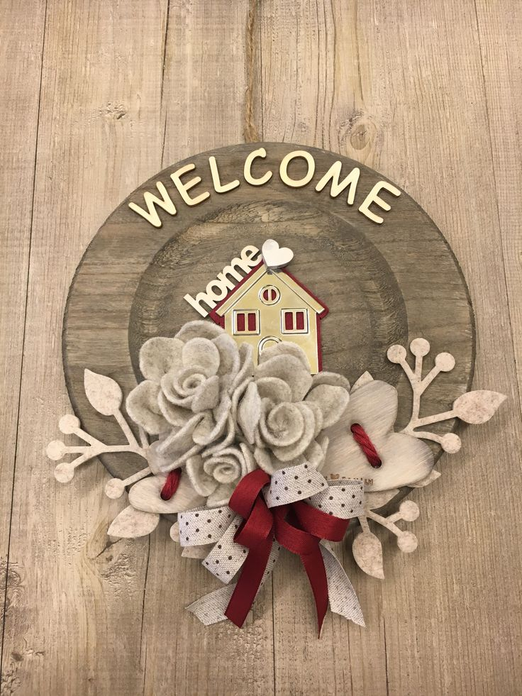 #duepuntihandmade #handmade #handmadewithlove #love #diy #doityourself #wreath #hello #helloautumn #byebyesummer #beige #bordeaux #colors #autumn #september #home #homedecor #homesweethome #welcome #welcomehome #welcomeautumn #heart #flower #felt #feltro #button #wood #haveaniceday