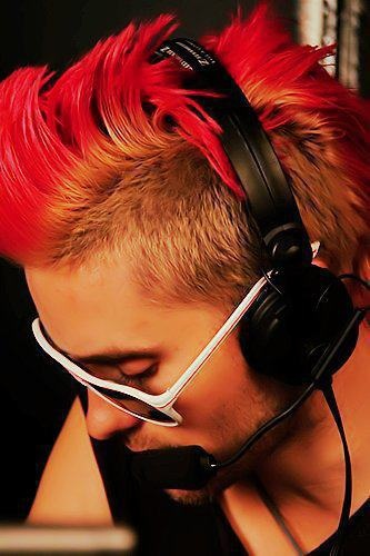 Jared Leto can really pull off the pomegranite mohawk.
