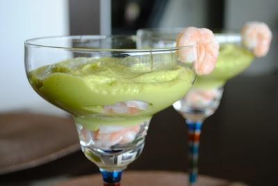 Невыразимая легкость кулинарного бытия...: Мусс из авокадо с яблоком и креветками