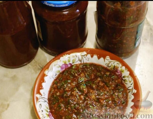 Фото приготовления рецепта: Соус ткемали из слив (на зиму) - шаг №7