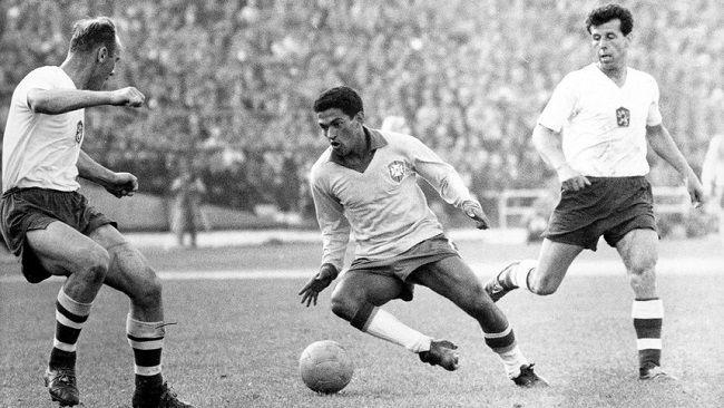 Król dryblingu dwukrotnie zdobył z Brazylią Mistrzostwo Świata • Garrincha jednym z najlepszych piłkarzy w historii • Zobacz więcej #garrincha #brazil #pilkanozna #futbol #sport #sports #football #soccer