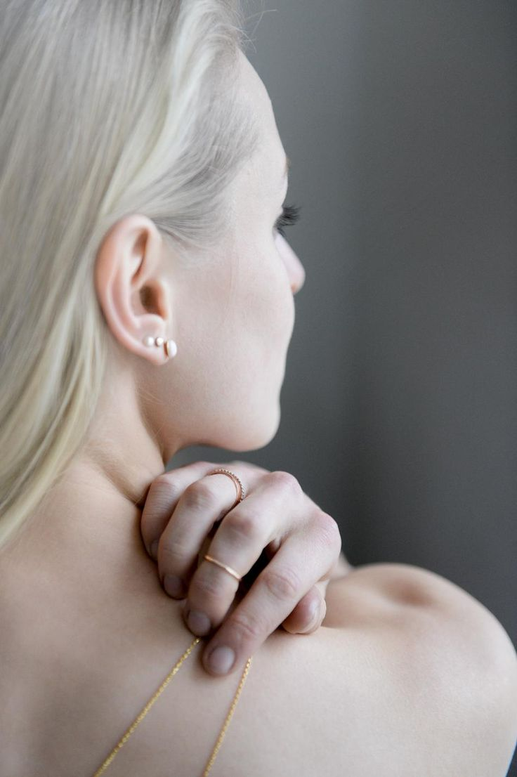 I SEE YOU #hvisk #hviskstylist #jewelry #rings #necklace #model #photography #closeup #blonde #hair #straighthair #longhair #earrings #pearl #pink #rose #gold