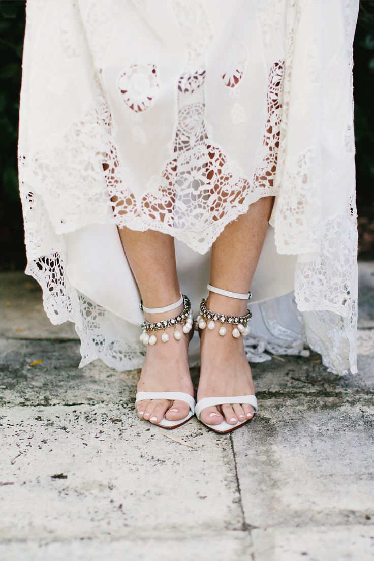 Pearl drop anklets for a boho wedding | Bianca Kate Photography | See more: http://theweddingplaybook.com/bright-bohemian-winery-wedding/