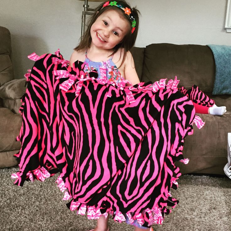 DIY Fleece Knot Blanket - great project for kids