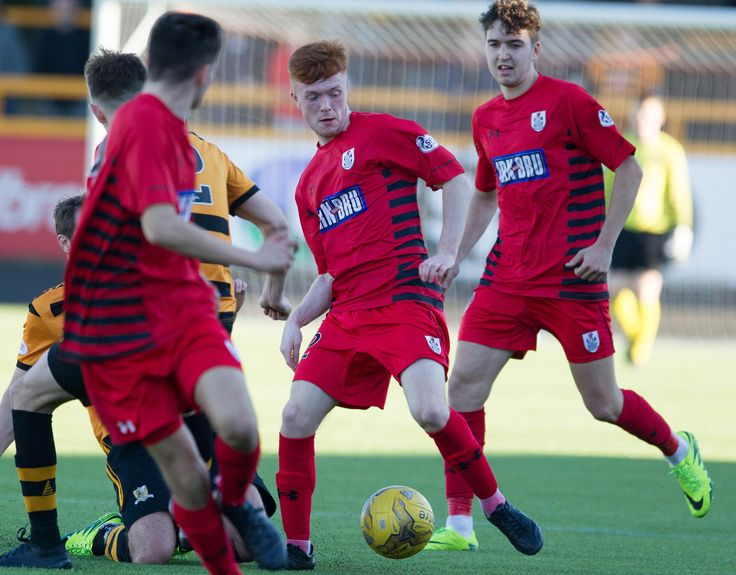 Queen's Park's Liam Brown in action during the Ladbrokes League One game between Alloa Athletic and Queen's Park.