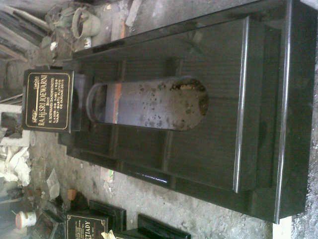 kijingan granit hitam standart makam umum kontak kami :  03183315430  081357603030  081515441030