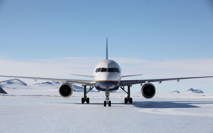Icelandic airline Loftleidir has landed the first Boeing 757 passenger airline on a blue ice runway in Antarctica.
