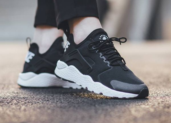 Nike Air Huarache Ultra Run Black White pas cher (1)