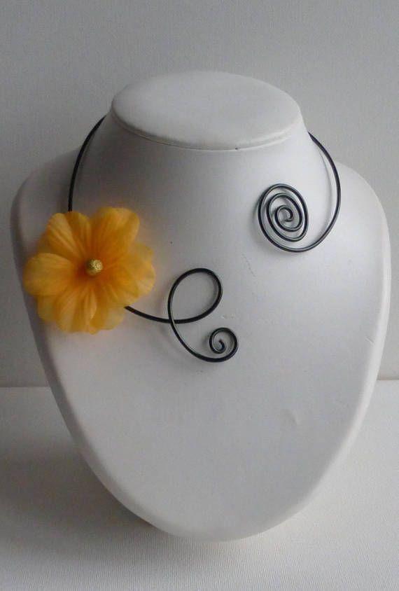 collier ras cou noir fleur jaune soleil/collier fleur