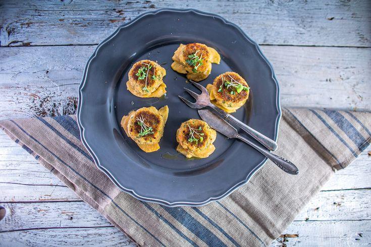 Prawn 'fishcakes' with apple and horseradish chutney + Marof, Chardonnay 2012