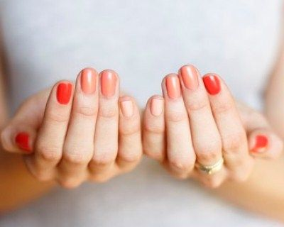 #OmbreNails #tutorial #nailart #unghie #smalti - http://www.amando.it/bellezza/trucco/ombre-nails-tutorial-unghie.html