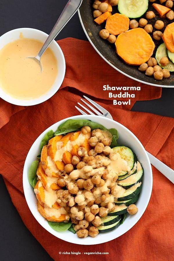 Pois chiche + patate douce + courgette + jeunes pousses d'épinards  sauce : tahini + ail + jus de citron + sauce piquante