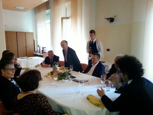 Il Sindaco di Verona Flavio Tosi, insieme con alcuni assessori, in visita all'Istituto per l'Enogastronomia e l'Ospitalità Alberghiera Angelo Berti di Chievo Verona (29 aprile 2014).