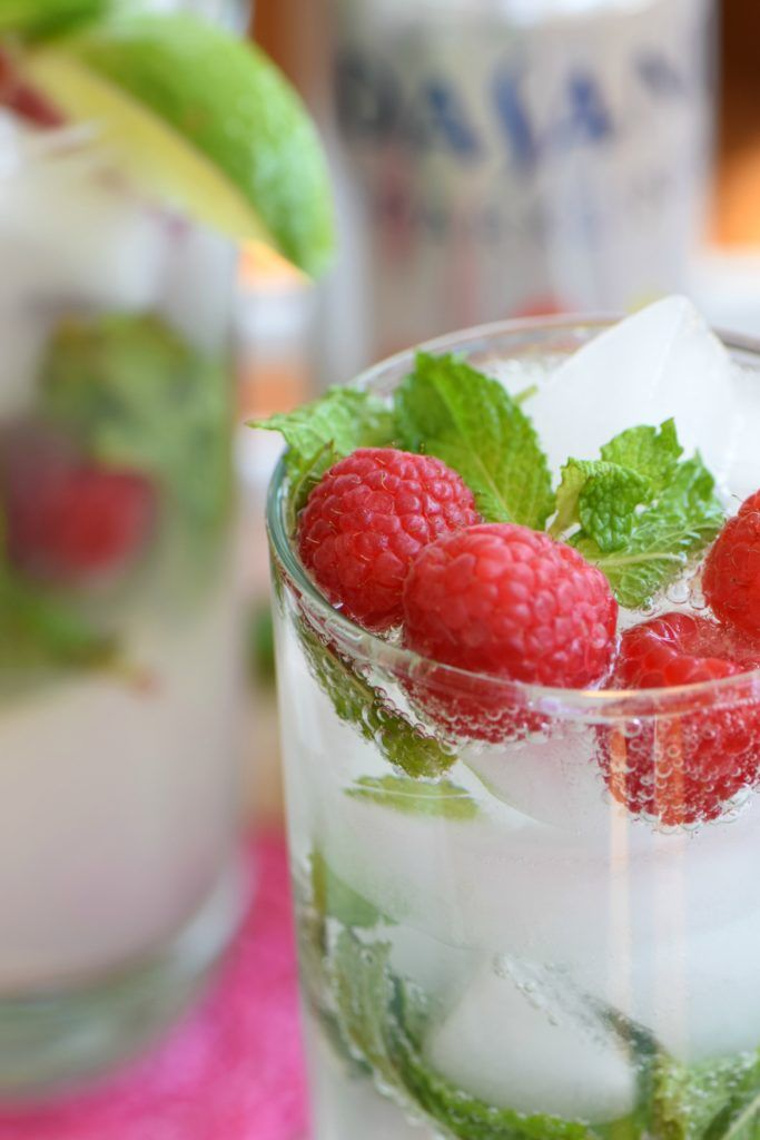 Raspberry Lemonade virgin mojito made with no-calories sparkling Raspberry Lemonade, lime juice, mint and a splash of simple syrup for a refreshing, low-calories, non-alcoholic sip. #NewWaytoSparkle #ad