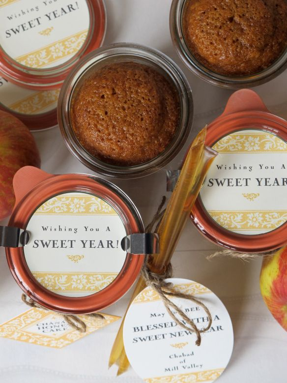 Honey cake baked in mason jars-- rosh hashana gift giving