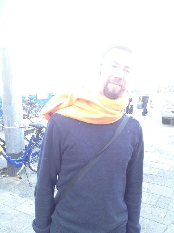 Groep 1 - sjaal met opvallende voorbijganger