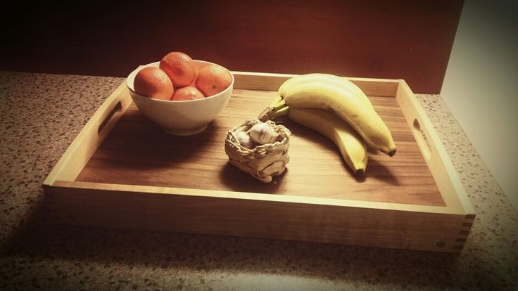 Tarjotin koivua... Levy pähkinäviilutettua vaneria. Taitettavat jalat alla...  Birch tray... plywood board with walnut veneer...