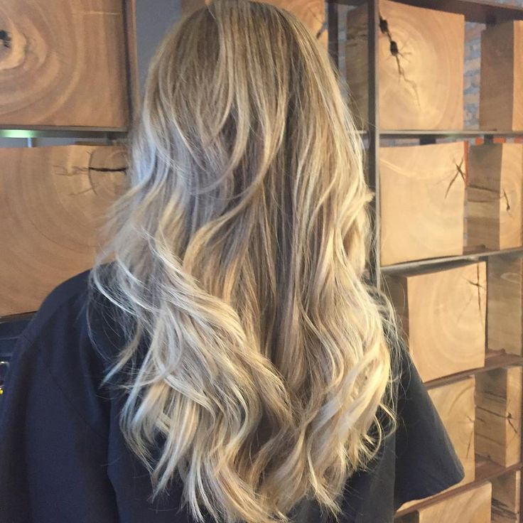 O loiro bege é neutro e, por isso, combina perfeitamente com os diferentes estilos de cabelos e cútis. #hair #color #dicadoeron #eronaraujo #EACS