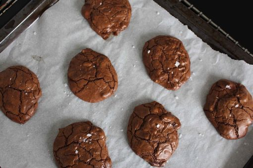 Chewy cookies med to slags chokolade