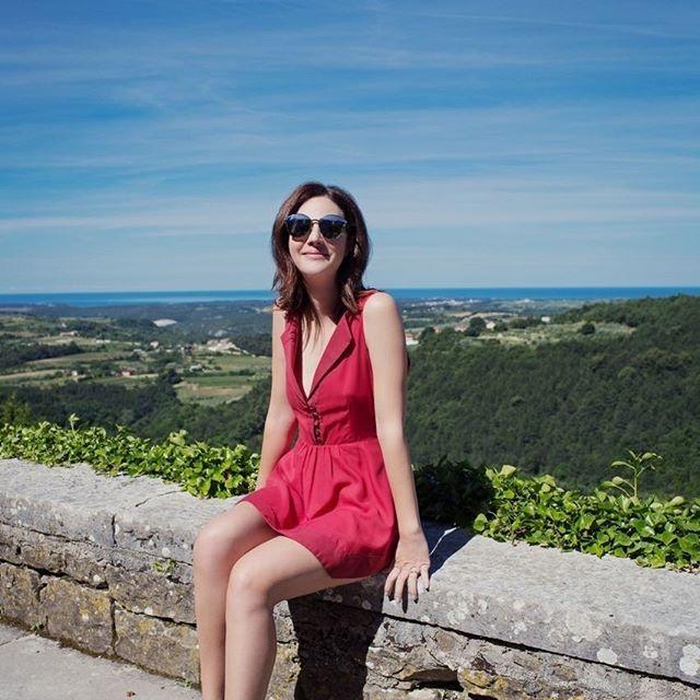 Para quem está planejando uma viagem de verão na Europa e quer explorar lugares fora do roteiro convencional a região da Istria na Croácia é uma ótima pedida. Fica no norte do país quase na Itália e tem várias cidades pequeninas e fofas para conhecer tanto na praia quanto na montanha -- recomendo passear por Rovijn Grosnjan e Novigrad. Além do charme e do lindo visual ótima comida e uma história riquíssima! Confira na galeria algumas fotos mais dicas em breve na minha coluna Além da Beauté…