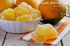 Le Caramelle Gelèe alla Frutta sono delle caramelline morbide fatte in casa al gusto di arancia. Semplicissime da fare e con pochissimi ingredienti