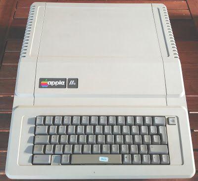 Retro Ordenadores Orty: Apple IIe (modelo A2S2064P) (1983). Versión PAL.