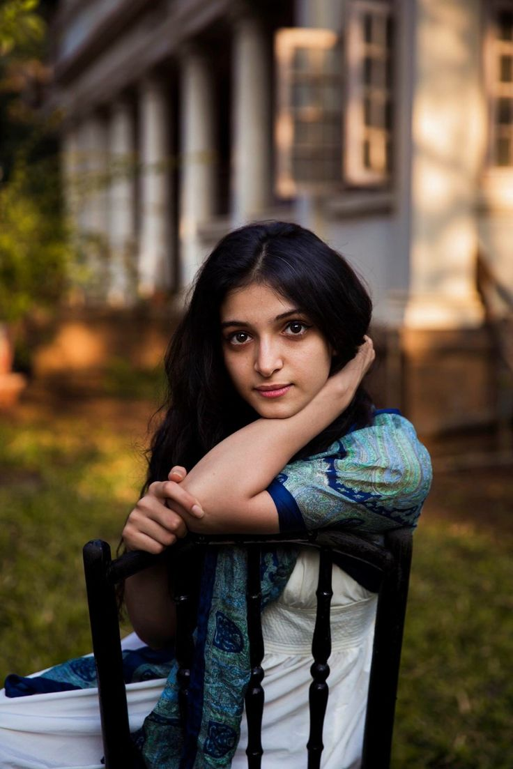 I photographed this Parsi young woman in Mumbai, India, a few weeks ago.  The Parsis are descended from Persian Zoroastrians who emigrated to India more than 1000 years ago.  The biggest Parsi communities live in Mumbai around beautiful Zoroastrian temples, following their ancient traditions.  Despite their small number, the Parsis are famous for their great contributions to the development of India. The members of the Tata family are Parsis. Freddie Mercury was also Parsi.
