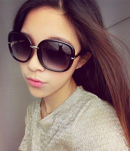 Trova altre   Informazioni circa 2015 grande scatola d'epoca occhiali da sole delle donne di modo quadrato nero occhiali da sole estate vacanza prevenire uva stile di vendita calda mg63, Alta Qualità  ,Cina   Fornitori, A poco prezzo   da Sylviaxuxu's Store su Aliexpress.com