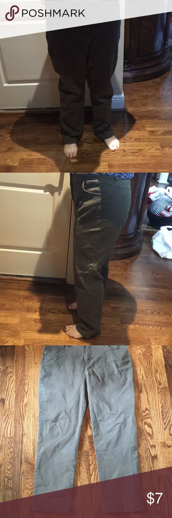 Gloria Size 16.  Stretch jeans 👖 green color Gloria Size 16.  Stretch jeans 👖 green color.  I have worn them.  But have a lot of life left in them.   Called Amanda Jeans. Gloria Vanderbilt Jeans Boot Cut
