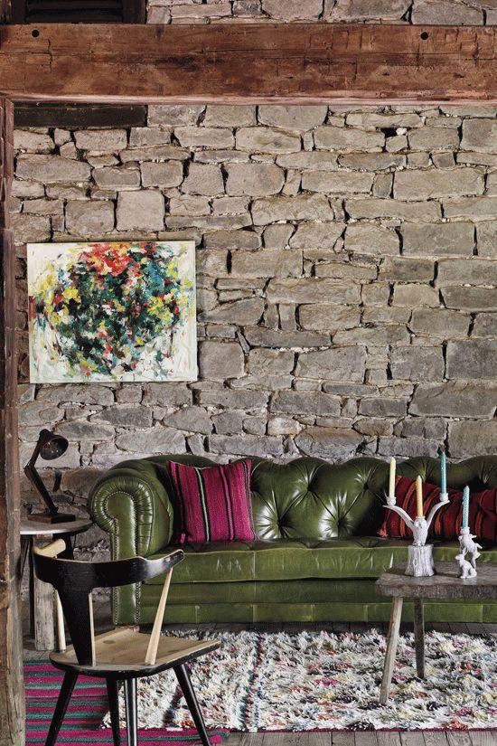 Sofá Chesterfield: símbolo del más puro diseño tradicional inglés. ¿Quieres aprender más sobre decoración? www.esmadeco.com