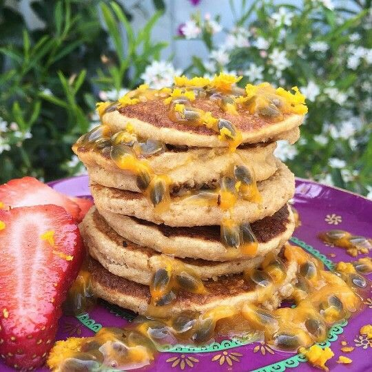 Loving this weather! These amazing tropical pancakes were made by @thehappycleanvegan. thank you. Recipe: In a blender combine 1/4 cup oat flour, 1/4 cup of @lydiateff flour, juice of 1/2 orange, rice milk, 1/2 banana, teaspoon of maca and sprinkled of cinnamon. Cook on a non stick pan saucepan and drizzle with passionfruit and orange zest. Enjoy this lively Sydney sun ☀☀☀