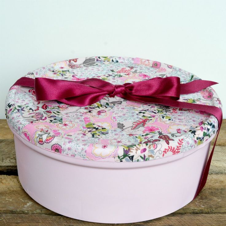 Recycled gift box - Upcyled plastic Celebrations chocolate box turned into a beautiful gift box, created with Pinty Plus spray chalk paint in Rose Garden and fabric scraps
