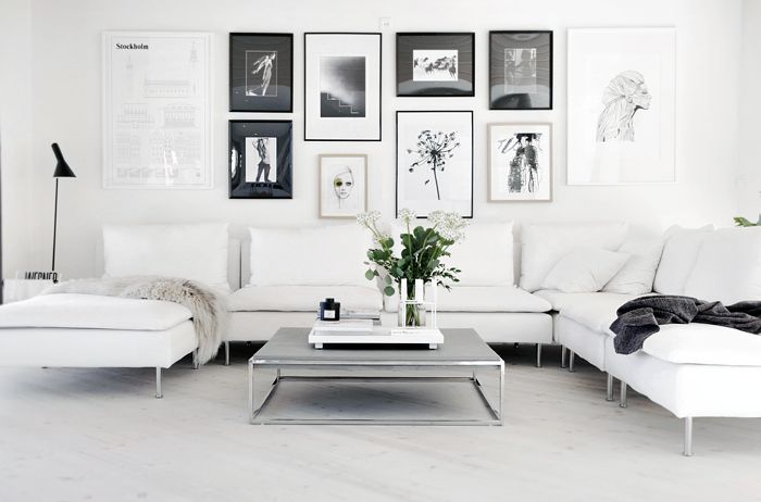 Drool worthy living room with black and white gallery wall, elegant white sofa and simple styling. Check out more tips and photos to create a Scandinavian interior style >>>