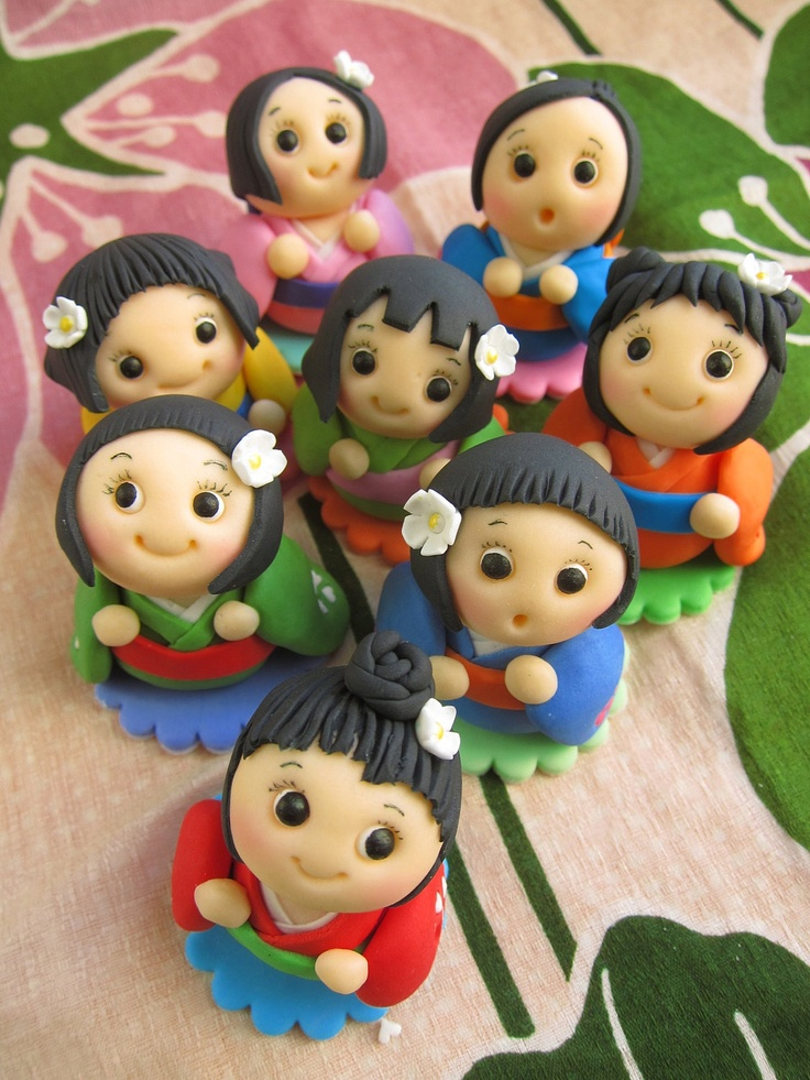 Kokeshi Dolls Cupcake Toppers (6 Kokeshi Dolls). $48.00, via Etsy.