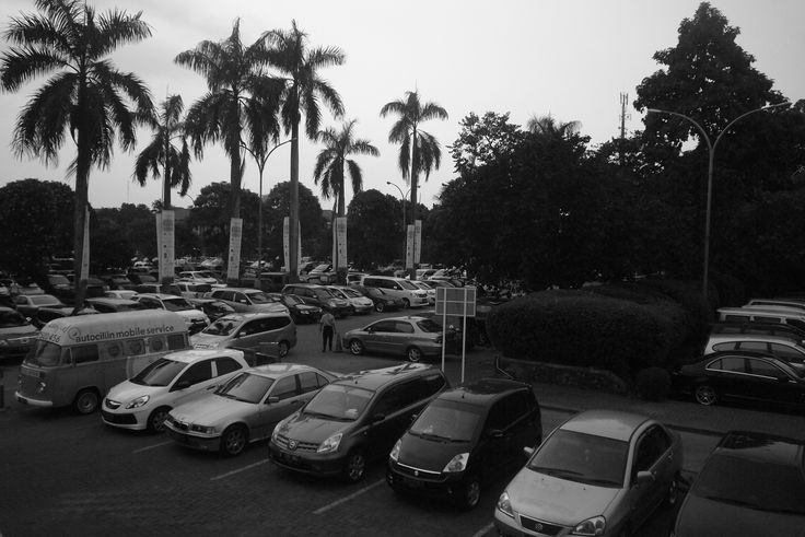 Piles of Cars at Cilandak Town Square, shot with Leica C Lux 1.