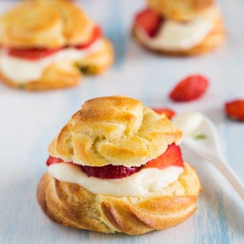 Met de FunCakes mix voor Bavaroise en dit recept kun je deze aardbeien soezen zelf maken! In ons recept leggen we alles stap voor stap uit. De perfecte zomers traktatie!