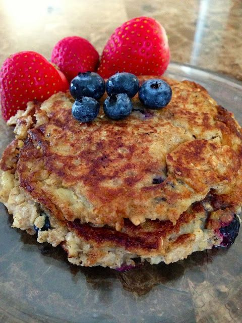 135 Calorie Oatmeal Blueberry Pancake recipe! Low calorie breakfast, and so delicious! healthy breakfast