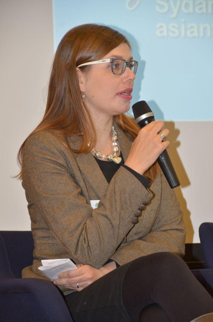 Tampereen yliopiston väitöskirjatutkija Reija Knuutila tuotti tietopankkiin laajan joukon asiantuntija- ja tutkijahaastatteluja.