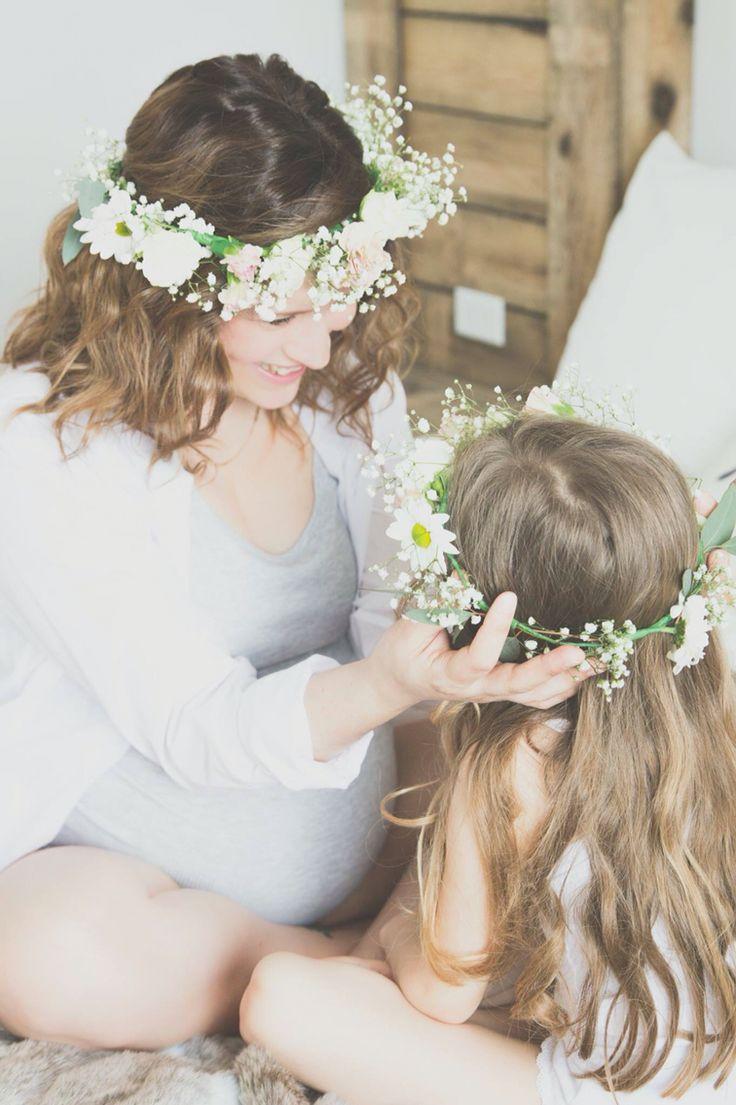 Séance lifestyle Maternité Par Izabel Paré photographe Photo mère fille Coronne de fleurs   https://m.facebook.com/pages/Izabel-Par%C3%A9-Photographe/358939074189253