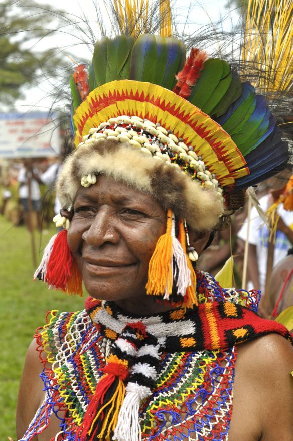 Traditional PNG costume. Pic from mollyfelde.wordpress.com