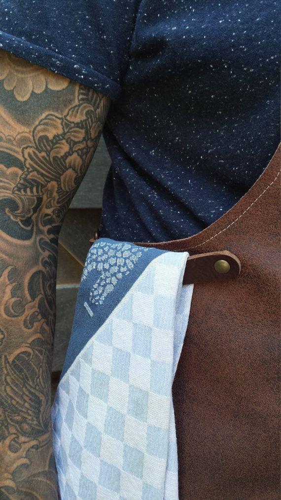 Delantal categoría cuero marrón oscuro hecho a mano con