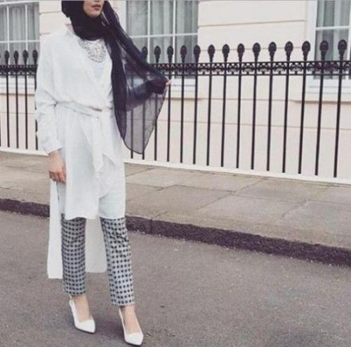 white long tunic hijab outfit- Latest hijab trends http://www.justtrendygirls.com/latest-hijab-trends/
