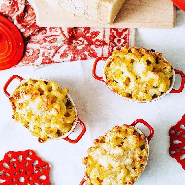 La pasta al forno in bianco è un ottimo modo per coccolare il palato durante le feste. Noi ci siamo ispirati alla #ricetta Valdostana. E voi come la preparate? 🎄 #NataleConGranaPadano  #foodpost #ricette #cheese #pasta #GranaPadano
