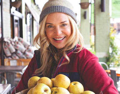 How Holli Thompson helped her client heal her bloating, constipation and fatigue through a plant-based diet, walking program and probiotic and supplement recommendations.