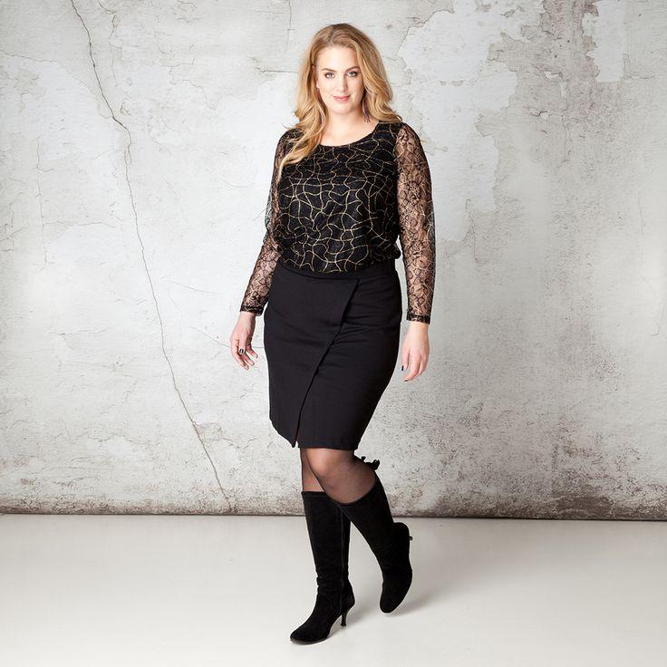 Deze rok is een klassieker door het rechte model op knielengte. De diagonale deelnaad met split geeft het niet alleen een hoog draagcomfort maar maakt... Bekijk op http://www.grotematenwebshop.nl/product/rok-van-x-two-voor-vrouwen-met-grote-maten/