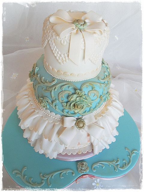 Vintage Wedding cake for Cakes and Sugarcraft project by deborah hwang, via Flickr